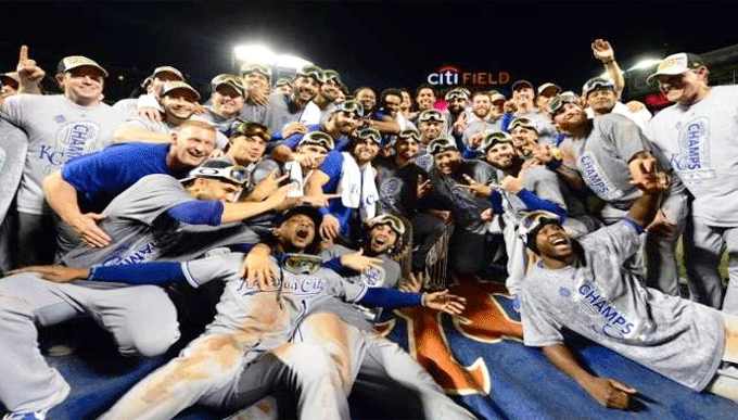 Royals-players-celebrate-WS-win